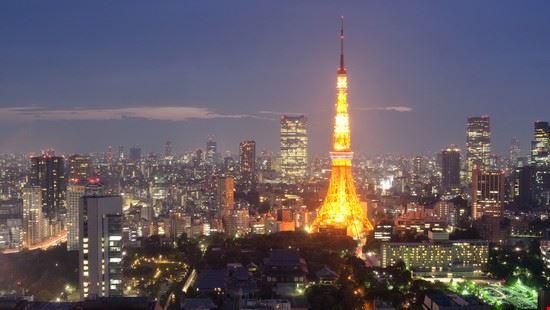 Tokyo by night