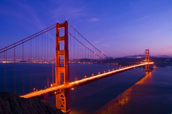 Il Golden Gate Bridge di notte