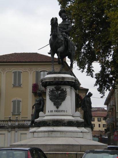 Statua a Re Umberto I