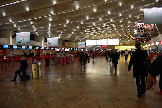 Aeroporto Vienna : Foto aeroporto di vienna a  autore
