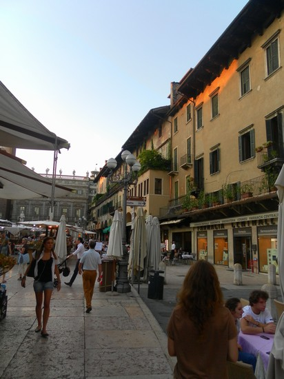 Photo piazza delle erbe in Verona - Pictures and Images of Verona