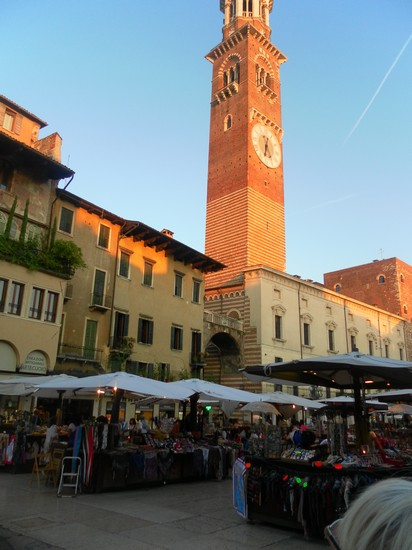 Photo la torre piazza delle erbe in Verona - Pictures and Images of Verona