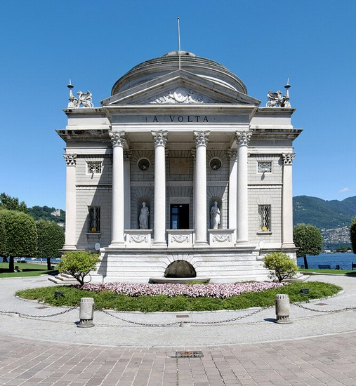 Photo Tempio Voltiano a Como in Como - Pictures and Images of Como