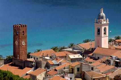 Foto centro storico e mare a savona 426x282 autore for Centro dell arredamento savona