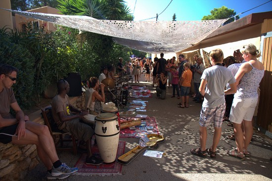 Photo ibiza mercato hippie a es canar in Ibiza - Pictures and Images of Ibiza - 550x366  - Author: Editorial Staff, photo 1 of 124