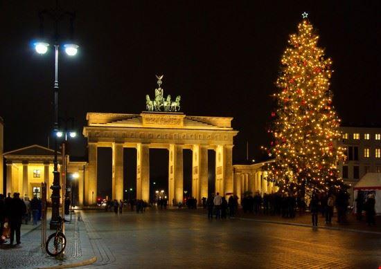 Foto porta di brandeburgo a natale a berlino 550x389 - Berlino porta di magdeburgo ...