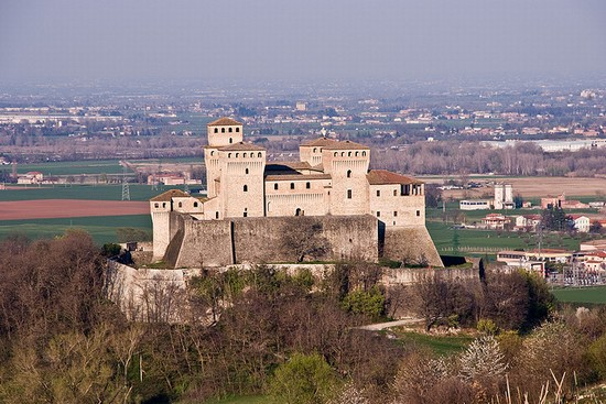 Photo parma castello di torrechiara in Parma - Pictures and Images of Parma - 550x367  - Author: Editorial Staff, photo 1 of 72