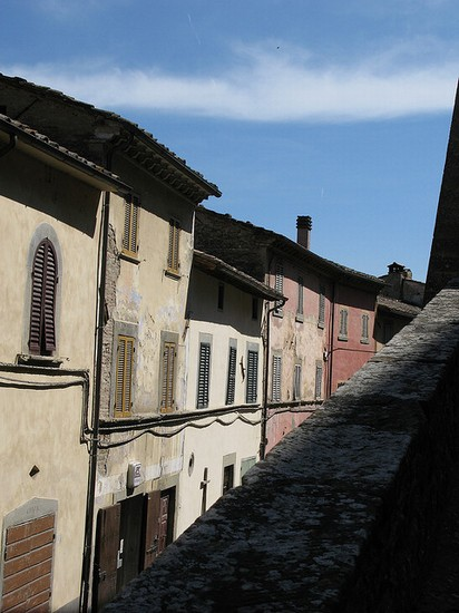 Photo arezzo il borgo di monterchi in Arezzo - Pictures and Images of Arezzo - 412x550  - Author: Editorial Staff, photo 1 of 128