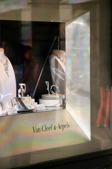 Photo cannes boutique francese di gioielli van cleef arpels in Cannes - Pictures and Images of Cannes - 366x550  - Author: Editorial Staff, photo 1 of 78