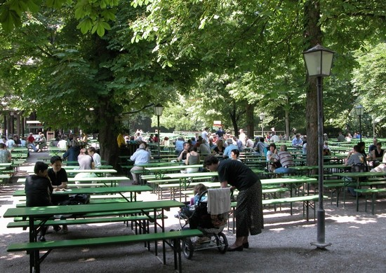 Photo monaco englischer garten  giardino inglese a monaco in Munich - Pictures and Images of Munich - 550x390  - Author: Editorial Staff, photo 1 of 183
