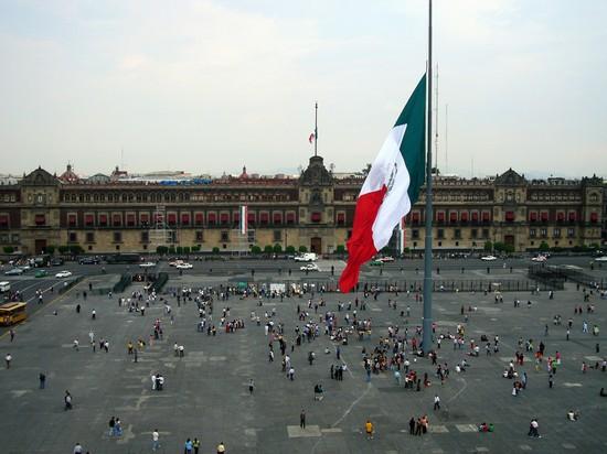 Foto El Zocalo, Plaza de la Constitucion a Città del Messico - 550x412  - Autore: Redazione, foto 1 di 15