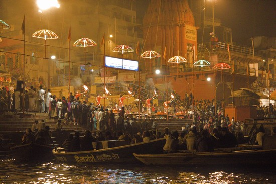 Photo cerimonia serale sul ghat principale varanasi in Varanasi - Pictures and Images of Varanasi