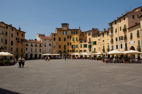 Photo Piazza dell'Anfiteatro in Lucca - Pictures and Images of Lucca