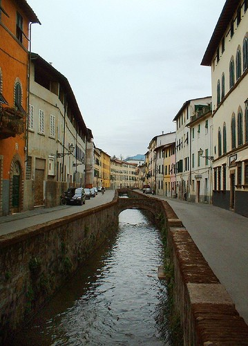 Photo Via del Fosso in Lucca - Pictures and Images of Lucca