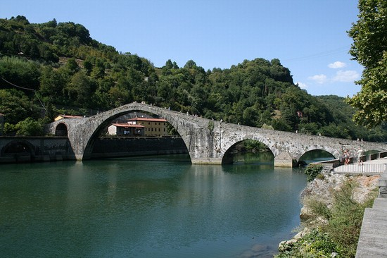 Photo lucca il ponte del diavolo in Lucca - Pictures and Images of Lucca - 550x366  - Author: Editorial Staff, photo 1 of 205