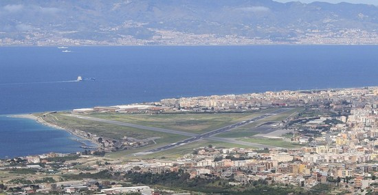 Photo reggio calabria l  aeroporto di reggio calabria dall  alto in Reggio Calabria - Pictures and Images of Reggio Calabria 