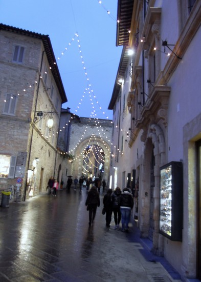 Photo Assisi di sera in Assisi - Pictures and Images of Assisi