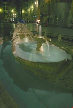 5602 roma piazza di spagna fontana della barcaccia