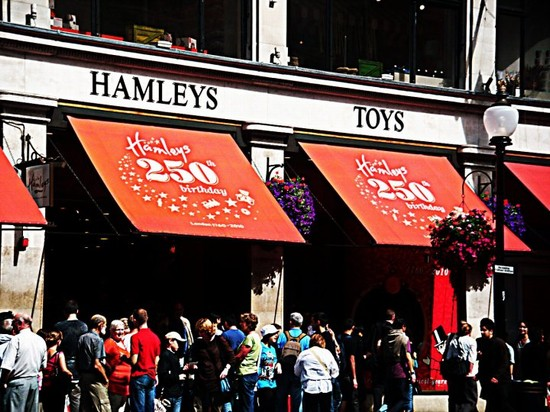 Photo HAMLEYS in London - Pictures and Images of London
