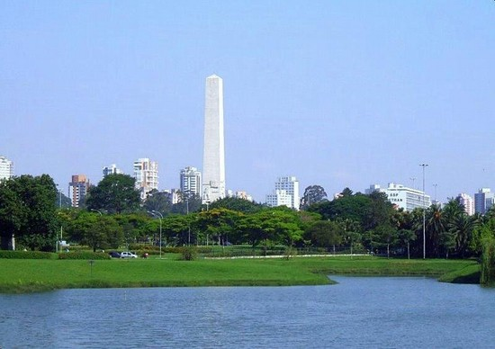 Photo san paolo l  oblisco si staglia sullo sfondo del parco ibirapuera in São Paulo - Pictures and Images of São Paulo - 550x388  - Author: Editorial Staff, photo 1 of 71