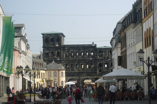 Photo porta nigra vista dalla piazza marktplatz trier in Trier - Pictures and Images of Trier