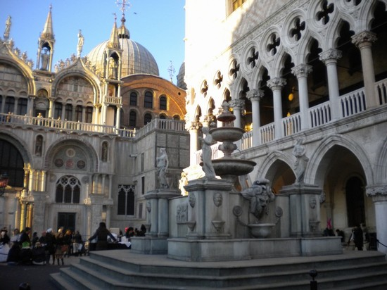 Photo la fontana del vino venezia in Venice - Pictures and Images of Venice - 550x412  - Author: Andrea, photo 363 of 769