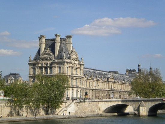 Photo il louvre parigi in Paris - Pictures and Images of Paris - 550x412  - Author: Andrea, photo 197 of 695