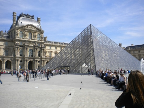 Photo la piramide parigi in Paris - Pictures and Images of Paris