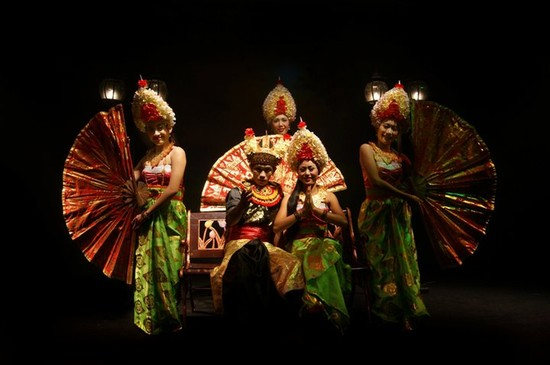 Photo Happiness in Bali - Pictures and Images of Bali - 550x365  - Author: Kuta Theater, photo 3 of 36