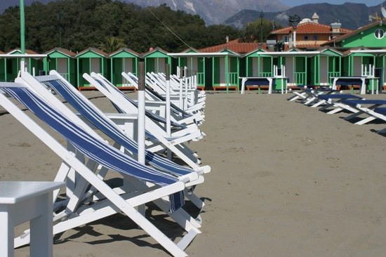 Photo la spiaggia forte dei marmi in Forte dei Marmi - Pictures and Images of Forte dei Marmi - 550x366  - Author: Editorial Staff, photo 2 of 22