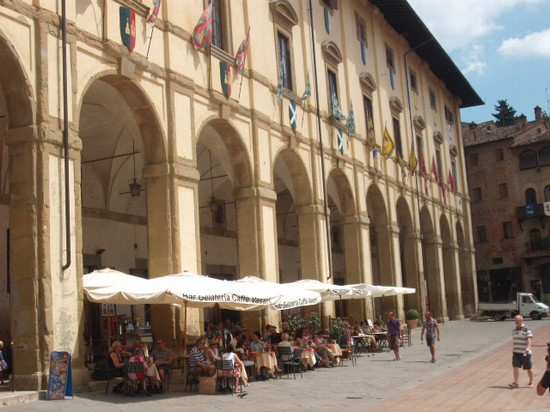 Photo piazza grande arezzo in Arezzo - Pictures and Images of Arezzo - 550x412  - Author: Marco, photo 61 of 90
