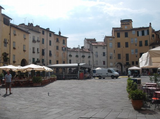 Photo Piazza Ovale in Lucca - Pictures and Images of Lucca