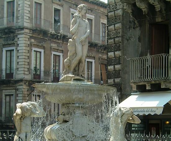 Foto Fontana dell'Amenano a Catania - 550x454  - Autore: Barbara, foto 2 di 218