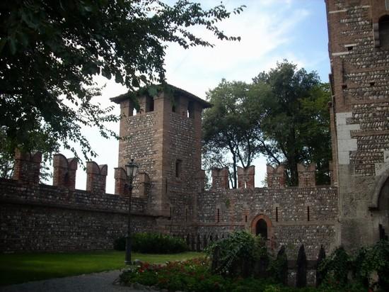 Castello bonoris a montichiari for Interno 4 montichiari
