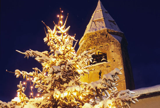 Photo courmayeur campanile innevato in Courmayeur - Pictures and Images of Courmayeur - 550x370  - Author: Editorial Staff, photo 2 of 48