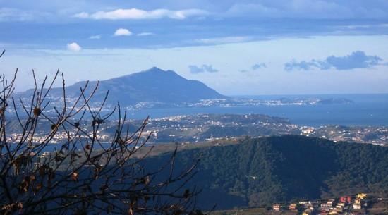 Foto Panorama dall'Eremo dei Camaldoli a Napoli - 550x305  - Autore: Libero, foto 233 di 360
