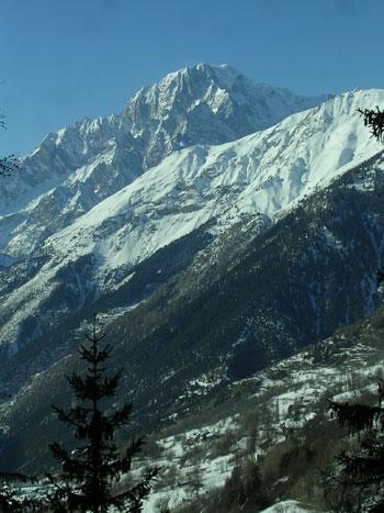 Foto Veduta del Monte Bianco a La Salle - 350x467  - Autore: Redazione, foto 7 di 8