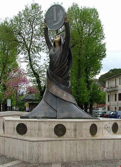 Monumento alla LIRA
