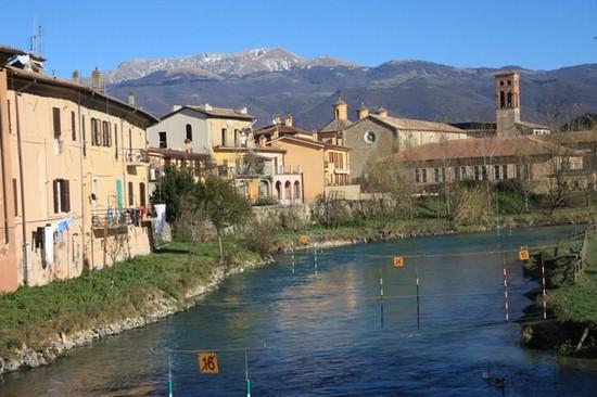 Foto il fiume velino a rieti 550x366 autore oliviero for Vedere case online