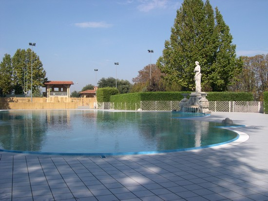 Photo la piscina salsomaggiore terme photos de - Piscina monsummano terme ...