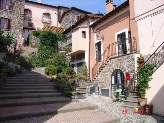 Matrimonio Trevignano Romano : Foto vicolo caratteristico a trevignano romano