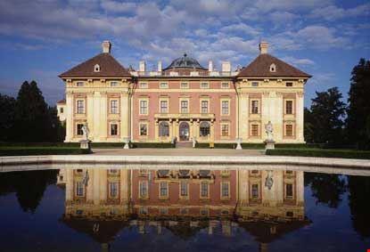 Il castello rappresentativo dello stile barocco, della famiglia Kounic (seconda metà del XVIII secolo)