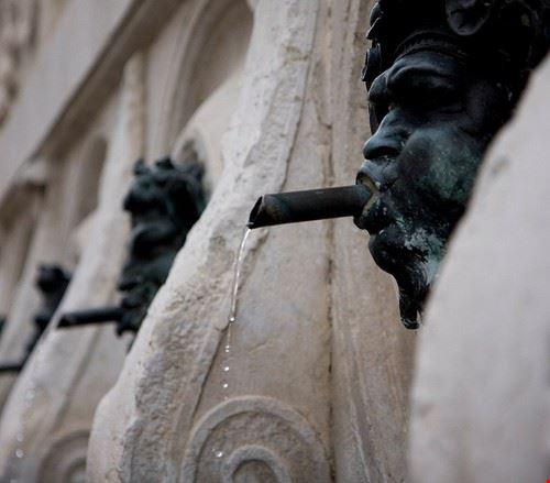 ancona fontana del calamo o delle 13 cannelle