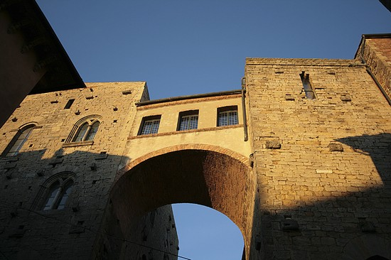 Foto casa torre buomparenti a volterra 550x366 autore for Piani di casa torre allerta
