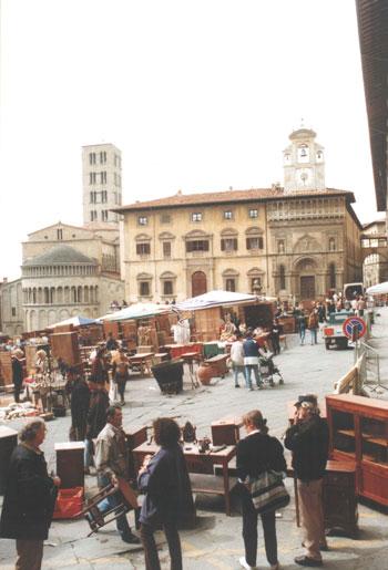 Foto la rinomata fiera nazionale dell 39 antiquariato a for Arezzo antiquariato