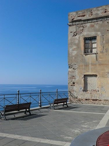 76559  castello aragonese