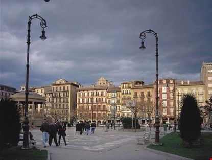 Piazza - Plaza del Castillo