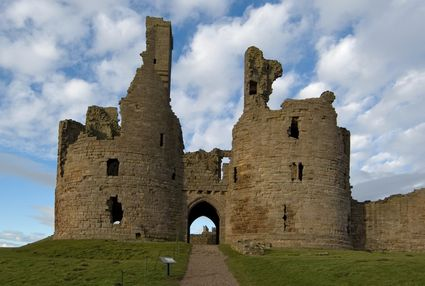 Photo lancaster castello di dunstanburgh in Lancaster - Pictures and Images of Lancaster - 425x286  - Author: Editorial Staff, photo 1 of 4