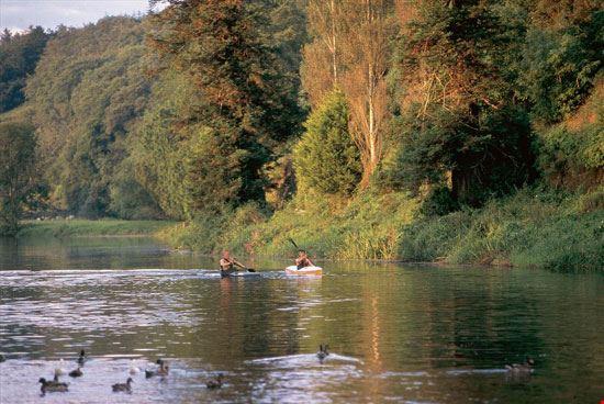 In canoa sul fiume