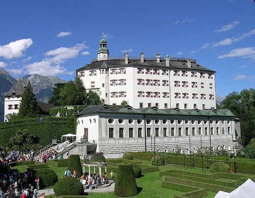 how to get to schloss ambras
